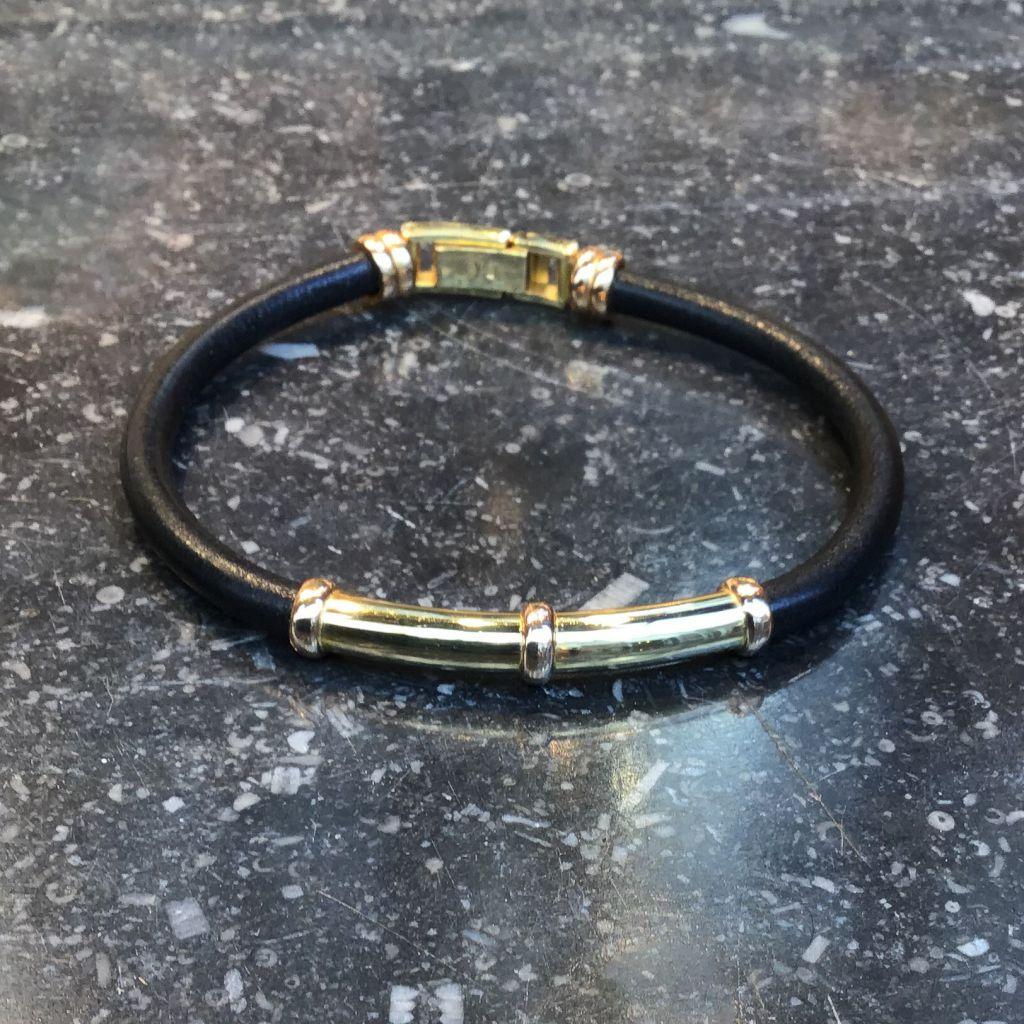 Bracelet en cuir noir et détails en or jaune