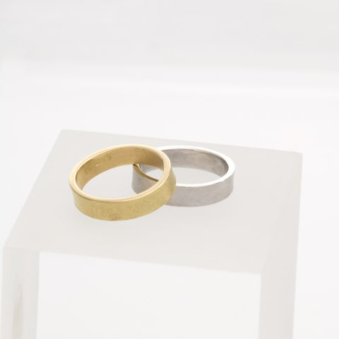 Alliances en or jaune et or blanc, bague de mariage en or martelé