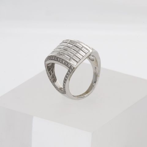 bague hulchi belluni or blanc diamants pavé