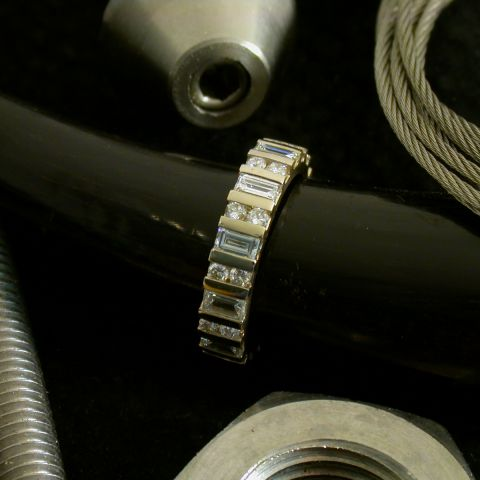 Alliance complète diamants brillants et baguettes, en or jaune, création David Mann