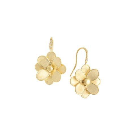 Boucles d'oreilles pendantes Marco Bicego Lunaria Petali, une fleur en or jaune guilloché et attache sertie de brillants