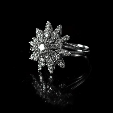 Bague étoile de diamants sur or blanc