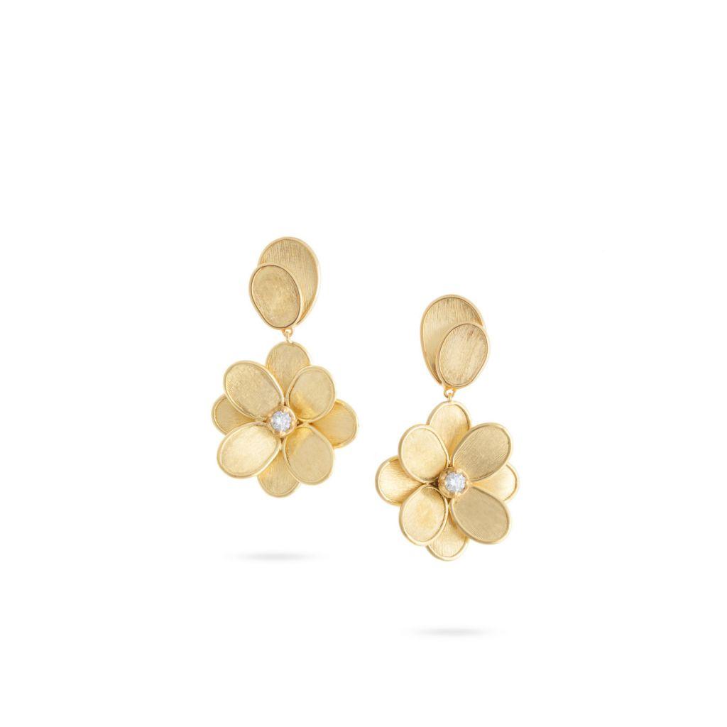 Boucles d'oreilles Marco Bicego Lunaria Petali en or jaune guilloché, une fleur surmontée d'un pétale et centre en diamant
